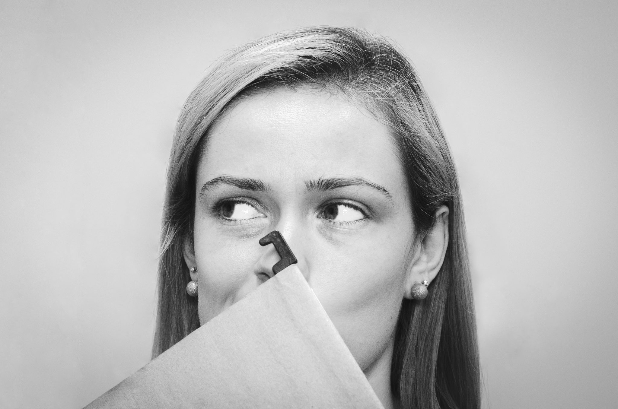 Is She Shy or Not Interested: 10 Signs That Tell The Truth